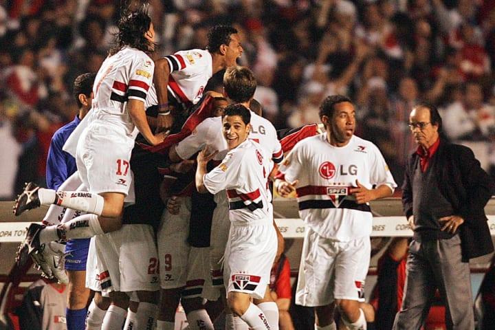Sao Paulo players celebrate with Amoroso