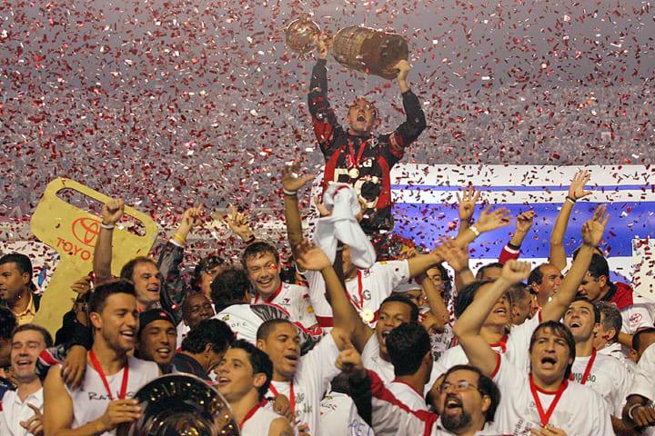 São Paulo Troféu Campeão Libertadores 2005 História Finais