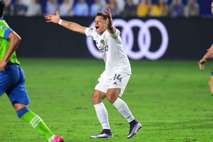 Chicharito solamente ha marcado cinco goles en sus últimos dos equipos: Galaxy y Sevilla