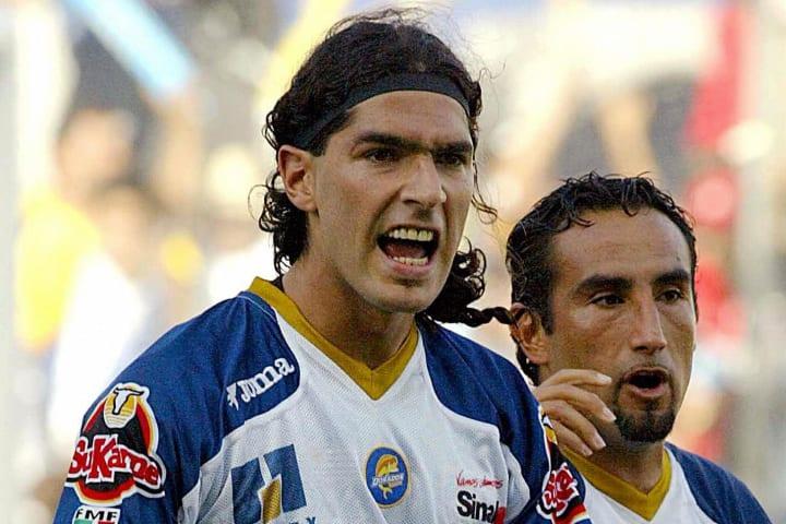 Sebastian Abreu, de Dorados, celebra su