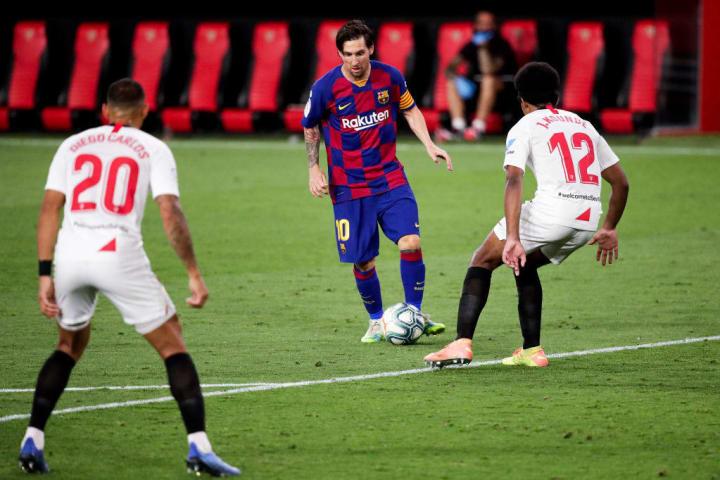 Diego Carlos, J. Kounde, Lionel Messi