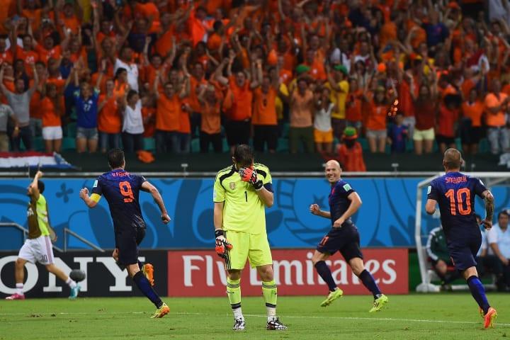 Robin van Persie, Iker Casillas