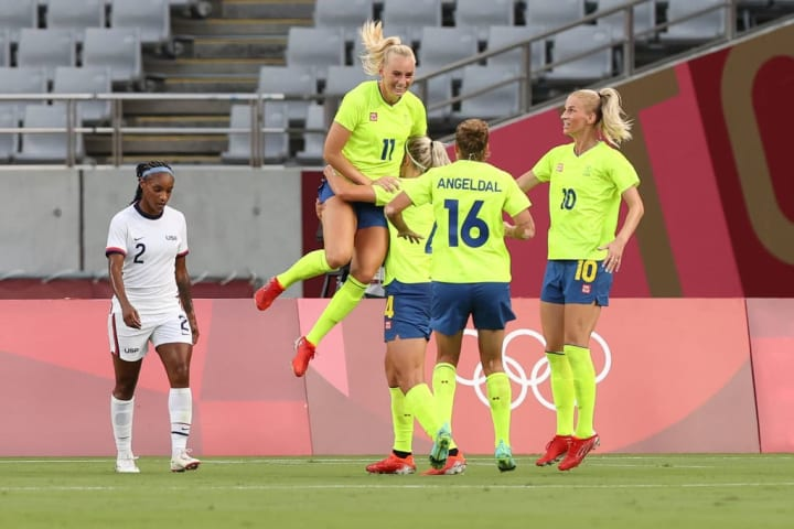Sweden stunned gold medal favourites United States with a 3-0 opening win