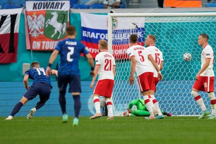 TOPSHOT-FBL-EURO-2020-2021-MATCH10-POL-SVK