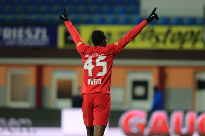 Enock Mwepu celebrates for Red Bull Salzburg