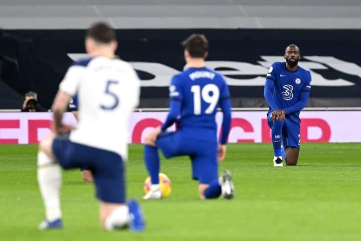 Premier League stars take the knee against discrimination