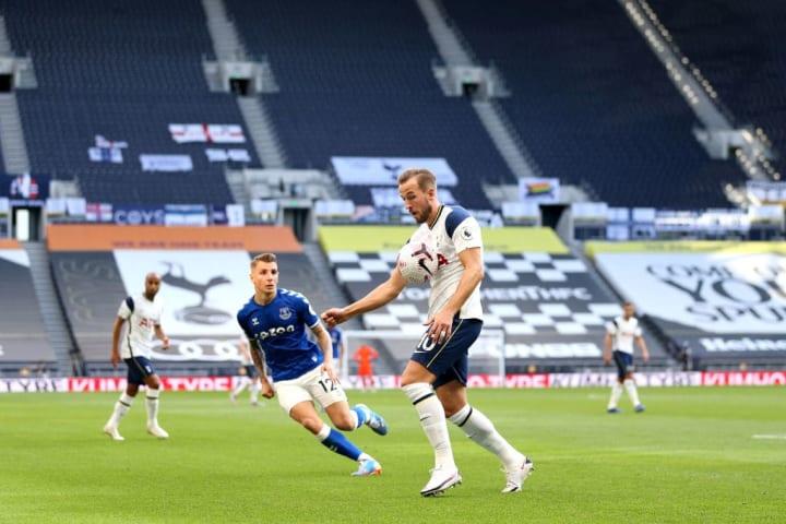 Harry Kane, atualmente, tem o maior salário do Tottenham, mas pode perder esta condição