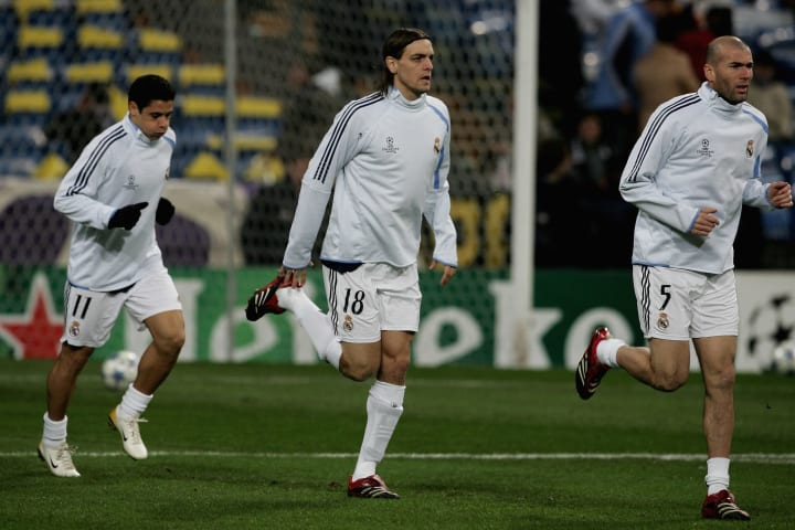 Cicinho, Jonathan Woodgate and Zinedine Zidane warm up before facing Arsenal