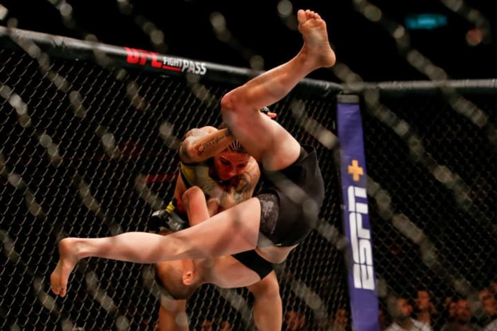 Jessica Andrade bate estaca Rose Namajunas