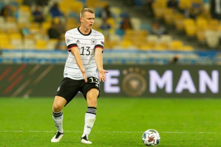 Lukas Klostermann könnt die Leipziger Flügelzange komplettieren