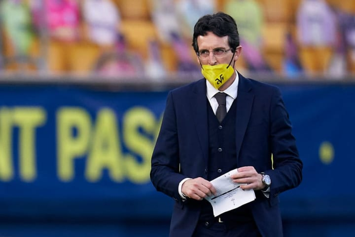 You're not wearing it properly, Unai
