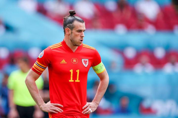 Gareth Bale Piscineiro Queda Simulação Gramado