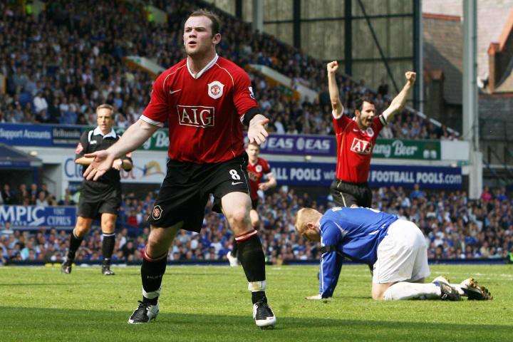 Wayne Rooney of Manchester United celebr...