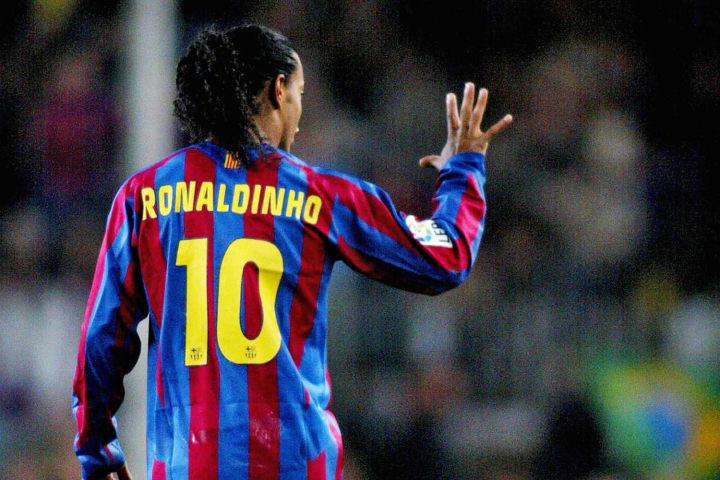 Ronaldinho telling the opposition how many rabonas he's going to do