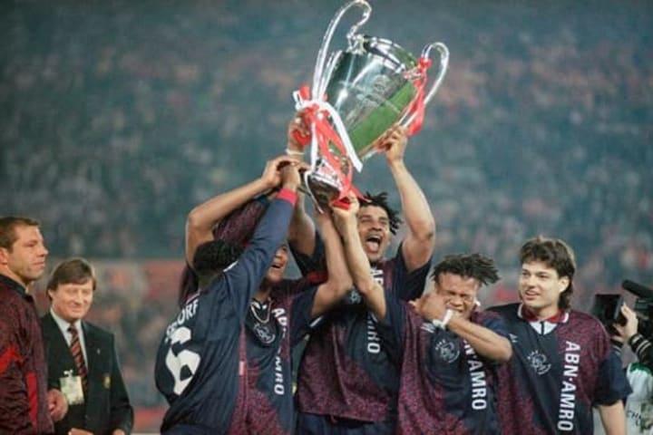 Los únicos 5 equipos que salieron campeones de la Champions League sin perder ningún partido 3