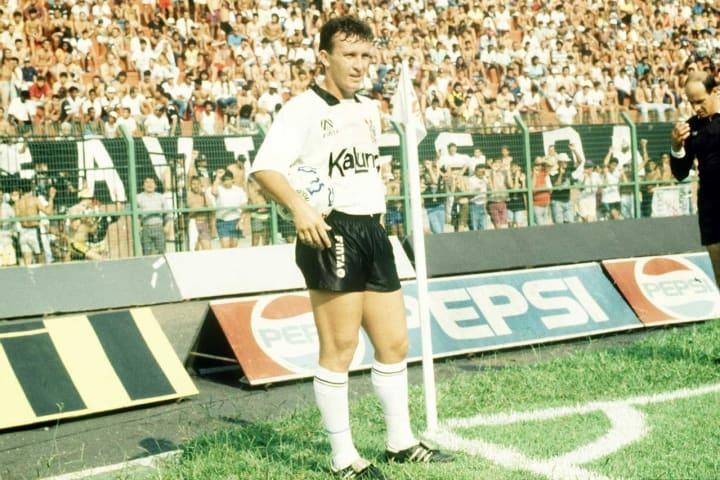 Novo uniforme do Corinthians vai homenagear título brasileiro de 1990.