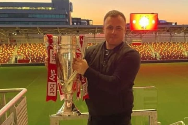 Lee Dykes / Championship play off trophy