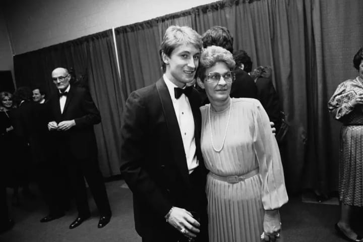 Edmonton Oilers' star Wayne Gretzky poses for a photo with his mother, Phyllis Gretzky before the start of the NHL All-Star banquet in Harford on Mond