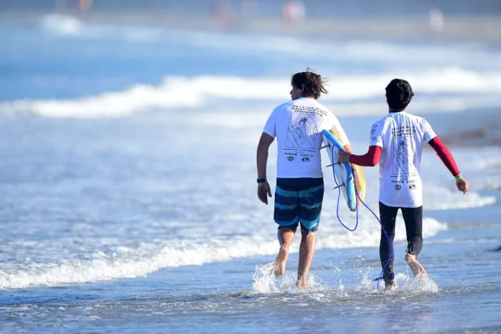 Lucas Retamales is a blind surfer representing Chile in the 2015 ISA Word Adaptive Surfing Championship. Here he heads out to the surf with his coach.
