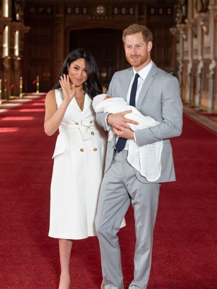 WINDSOR, ENGLAND - MAY 08: Prince Harry, Duke of Sussex and Meghan, Duchess of Sussex, pose with their newborn son Archie Harrison Mountbatten-Windsor during a photocall in St George's Hall at Windsor Castle on May 8, 2019 in Windsor, England. The Duchess of Sussex gave birth at 05:26 on Monday 06 May, 2019. (Photo by Dominic Lipinski - WPA Pool/Getty Images)