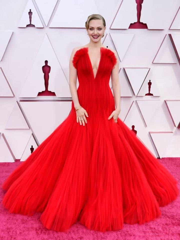 Amanda Seyfried at 2021 Oscars