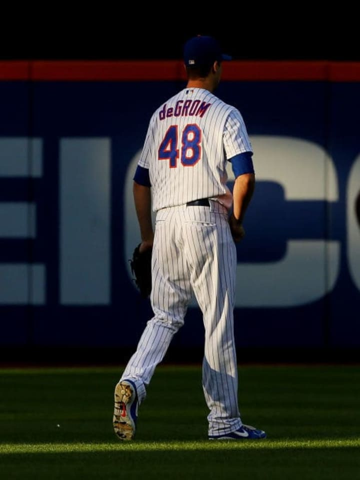 NEW YORK, NY - AUGUST 29: Pitcher Jacob deGrom #48 of the New York Mets walks out to the bullpen before his start against the Chicago Cubs at Citi Field on August 29, 2019 in New York City. The Cubs defeated the Mets 4-1. (Photo by Rich Schultz/Getty Images)