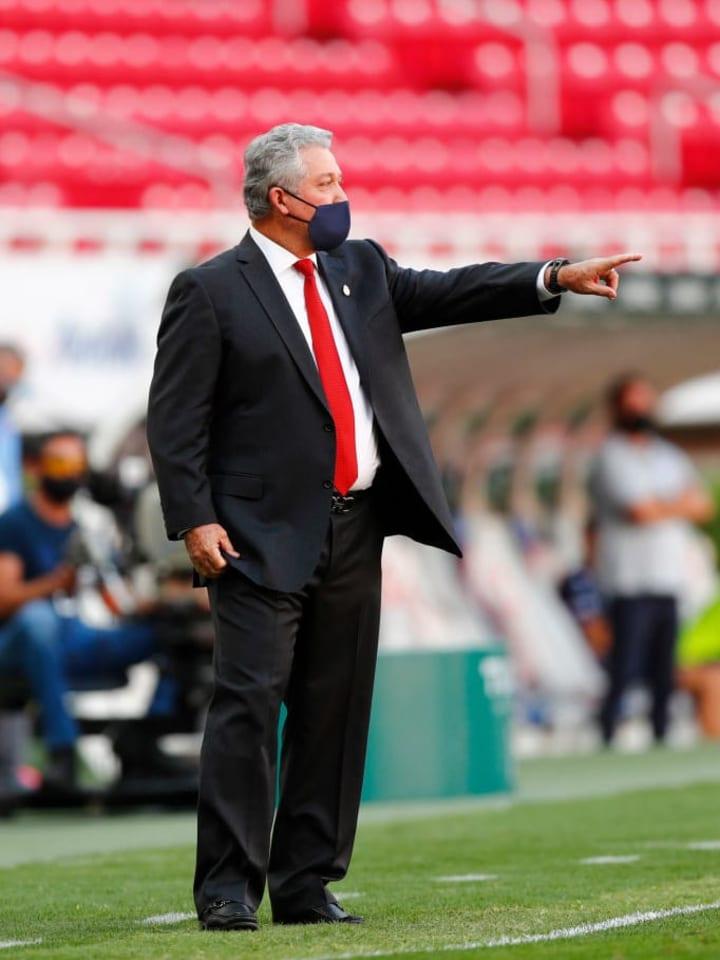 Vucetich llegó para esta temporada a las Chivas de Guadalajara en reemplazo de Tena, quien no pudo enderezar el rumbo luego de la salida de Almeyda.