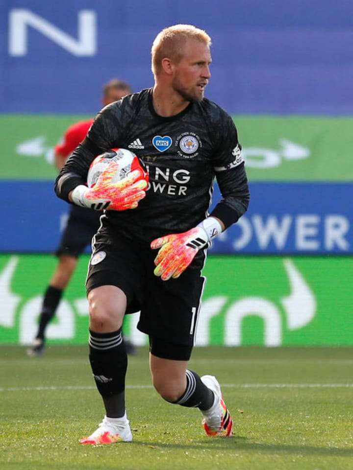 Schmeichel would be a much cheaper alternative to the pricey Jan Oblak.