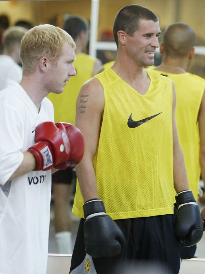 Roy Keane and Paul Scholes boxing