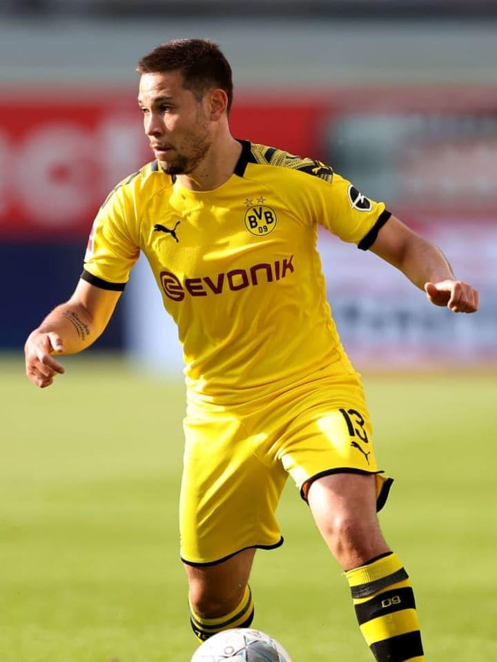 Raphael Guerreiro di pertandingan melawan Paderborn
