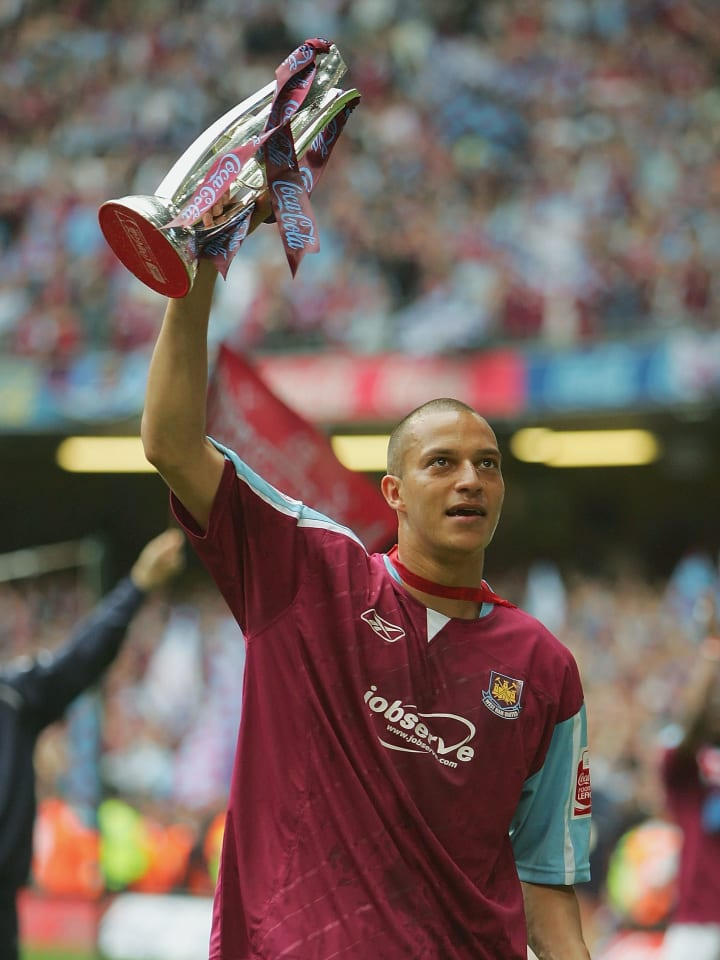 Zamora netted the winner in the 2005 playoff final