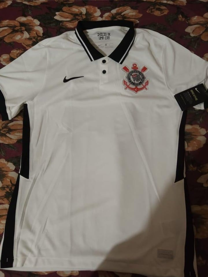 Imagem de susposta nova camisa do Corinthians.