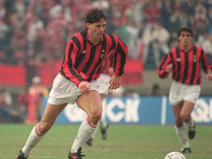 AC Milan's Dutch forward Marco Van Basten dribbles