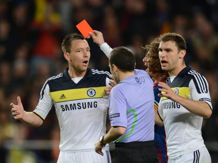Chelsea's defender John Terry (L) receiv