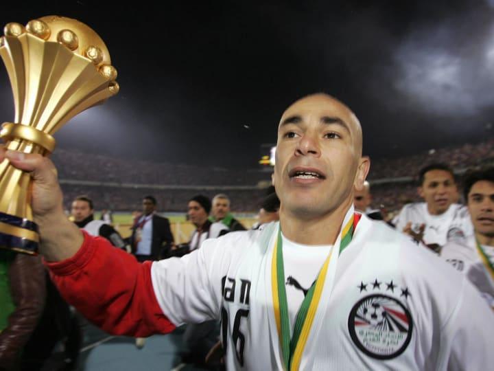 Egyptian forward Hossam Hassan (9), a le