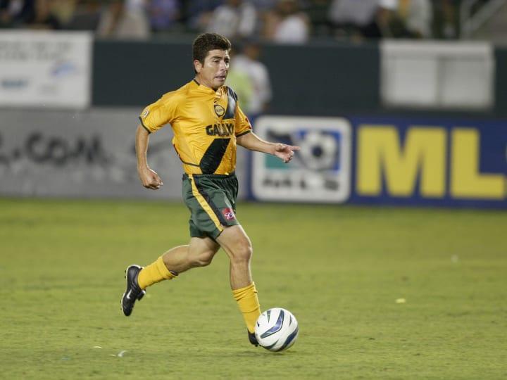 Mauricio Cienfuegos dribbles the ball