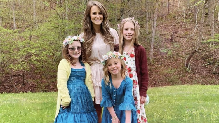 Leah Messer gets mom-shamed over photo of daughter Aleeah at a cheerleading competition