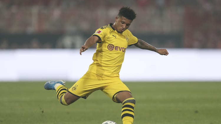 BERLIN, GERMANY - AUGUST 31: Jadon Malik Sancho of Dortmund controls the ball during the Bundesliga match between 1. FC Union Berlin and Borussia Dortmund at Stadion An der Alten Foersterei on August 31, 2019 in Berlin, Germany. (Photo by Maja Hitij/Bongarts/Getty Images)