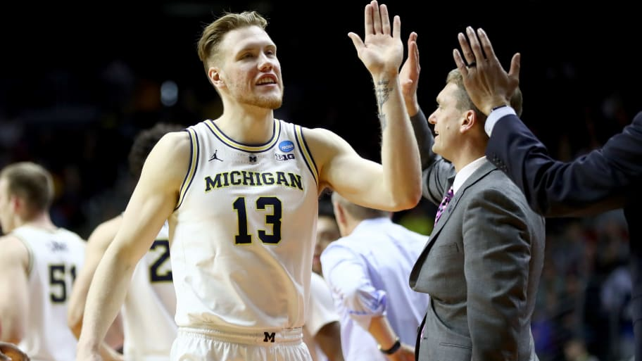 DES MOINES, IOWA - MARCH 23: Ignas Brazdeikis #13 of the Michigan Wolverines celebrates with his teammates against the Florida Gators during the second half in the second round game of the 2019 NCAA Men's Basketball Tournament at Wells Fargo Arena on March 23, 2019 in Des Moines, Iowa. (Photo by Jamie Squire/Getty Images)