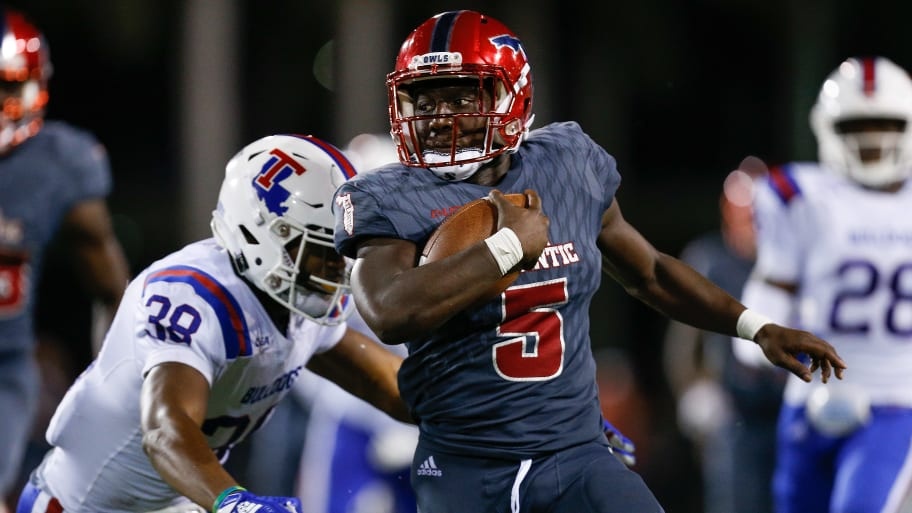 BOCA RATON, FL - OCTOBER 26:  Devin Singletary #5 of the Florida Atlantic Owls runs with the ball against Darryl Lewis #38 of the Louisiana Tech Bulldogs during the second half at FAU Stadium on October 26, 2018 in Boca Raton, Florida.  (Photo by Michael Reaves/Getty Images)