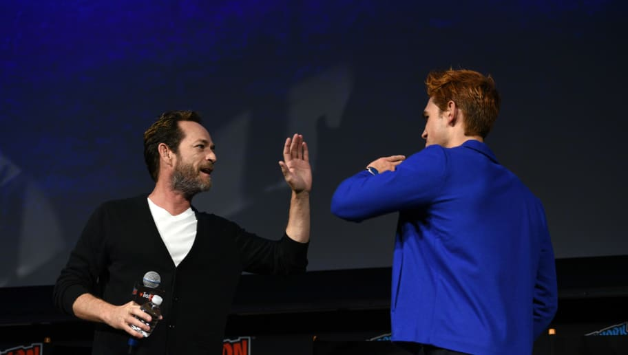 NEW YORK, NY - OCTOBER 07:  Luke Perry and KJ Apa speak onstage at the Riverdale Sneak Peek and Q&A during New York Comic Con at The Hulu Theater at Madison Square Garden on October 7, 2018 in New York City.  (Photo by Andrew Toth/Getty Images for New York Comic Con)