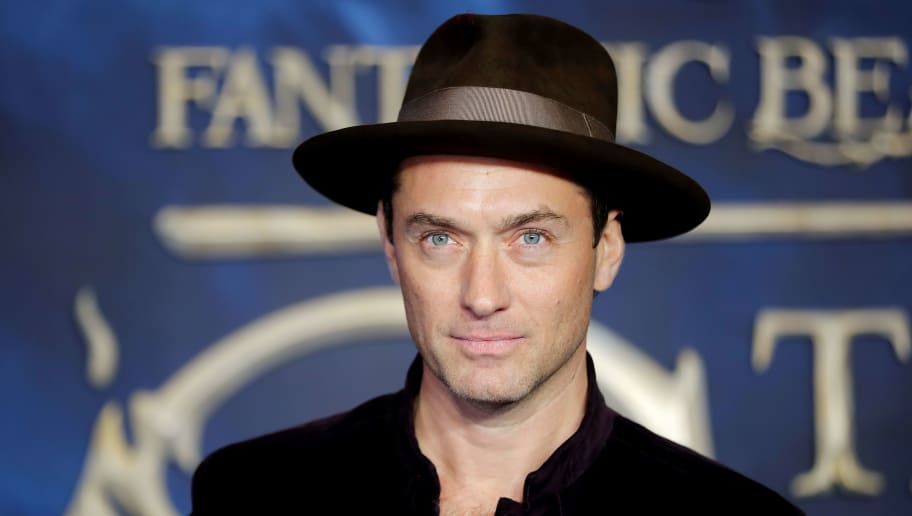 British actor Jude Law poses upon arrival to attend the UK premiere of the film 'Fantastic Beasts: The Crimes of Grindelwald' in London on November 13, 2018. (Photo by Tolga AKMEN / AFP)        (Photo credit should read TOLGA AKMEN/AFP/Getty Images)