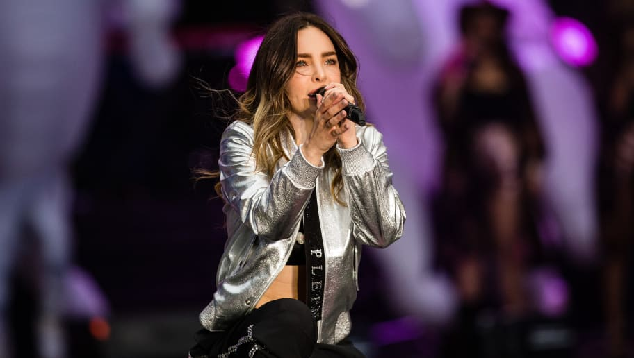 MEXICO CITY, MEXICO - JUNE 27: Belinda performs during the final event of the 2018 Presidential Campaign at Azteca Stadium on June 27, 2018 in Mexico City, Mexico. (Photo by Manuel Velasquez/Getty Images)