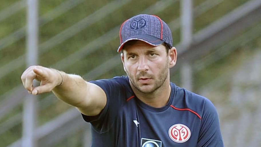 BONN, GERMANY - JULY 27: Head coach Sandro Schwarz of Mainz gestures during the pre-season friendly match between 1. FC Koeln and 1. FSV Mainz 05 at Sportpark Nord on July 27, 2018 in Bonn, Germany. (Photo by TF-Images/Getty Images)