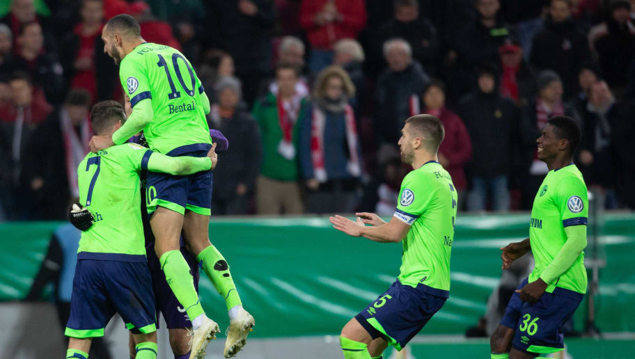 COLOGNE, GERMANY - OCTOBER 31: Mark Uth of FC Schalke, Goalkeeper Alexander Nuebel of FC Schalke, Nabil Bentaleb of FC Schalke, Matija Nastasic of FC Schalke and Breel Embolo of FC Schalke celebrate after winning the DFB Cup match between 1. FC Koeln and FC Schalke 04 at RheinEnergieStadion on October 31, 2018 in Cologne, Germany. (Photo by TF-Images/Getty Images)