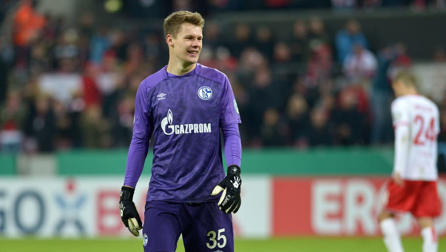 COLOGNE, GERMANY - OCTOBER 31: Goalkeeper Alexander Nuebel of FC Schalke laughs during the DFB Cup match between 1. FC Koeln and FC Schalke 04 at RheinEnergieStadion on October 31, 2018 in Cologne, Germany. (Photo by TF-Images/Getty Images)