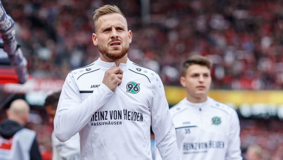 NUREMBERG, GERMANY - SEPTEMBER 22: Marvin Bakalorz of Hannover looks on prior to the Bundesliga match between 1. FC Nuernberg and Hannover 96 at Max-Morlock-Stadion on September 22, 2018 in Nuremberg, Germany. (Photo by TF-Images/Getty Images)