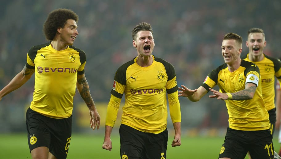 MAINZ, GERMANY - NOVEMBER 24: Lukasz Piszczek of Borussia Dortmund celebrates after scoring his team`s second goal with team mates during the Bundesliga match between 1. FSV Mainz 05 and Borussia Dortmund at Opel Arena on November 24, 2018 in Mainz, Germany. (Photo by TF-Images/Getty Images)