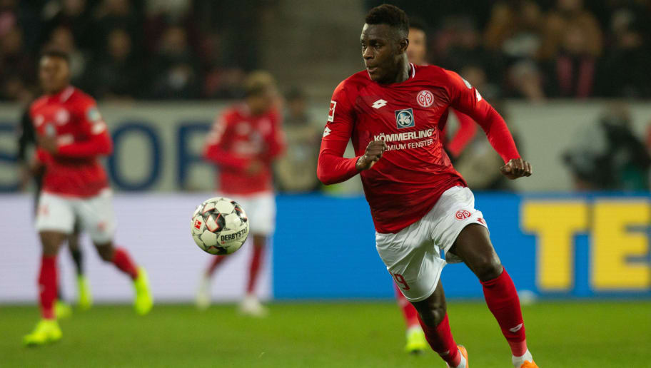 MAINZ, GERMANY - DECEMBER 19: Moussa Niakhate of Mainz controls the ball during the Bundesliga match between 1. FSV Mainz 05 and Eintracht Frankfurt at Opel Arena on December 19, 2018 in Mainz, Germany. (Photo by Juergen Schwarz/Bongarts/Getty Images)