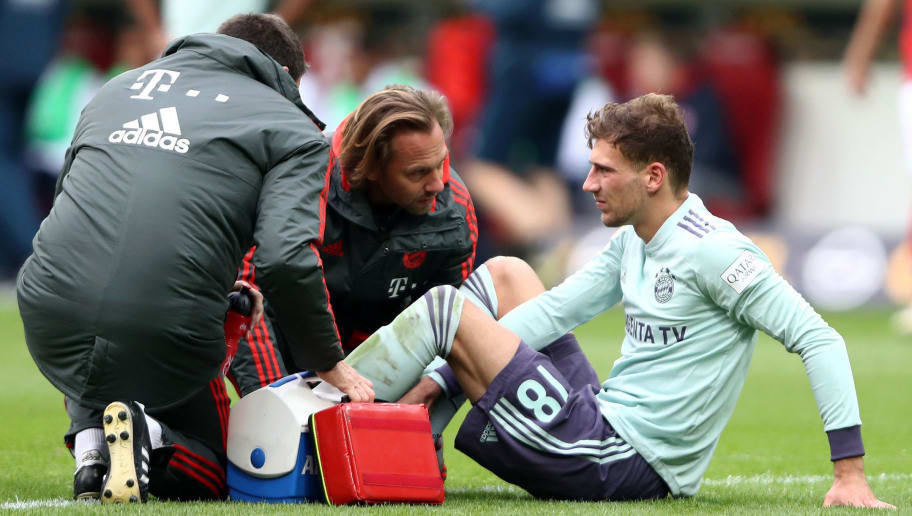 MAINZ, GERMANY - OCTOBER 27:  Leon Goretzka of Bayern Munich receives medical treatment during the Bundesliga match between 1. FSV Mainz 05 and FC Bayern Muenchen at Opel Arena on October 27, 2018 in Mainz, Germany.  (Photo by Alex Grimm/Bongarts/Getty Images)
